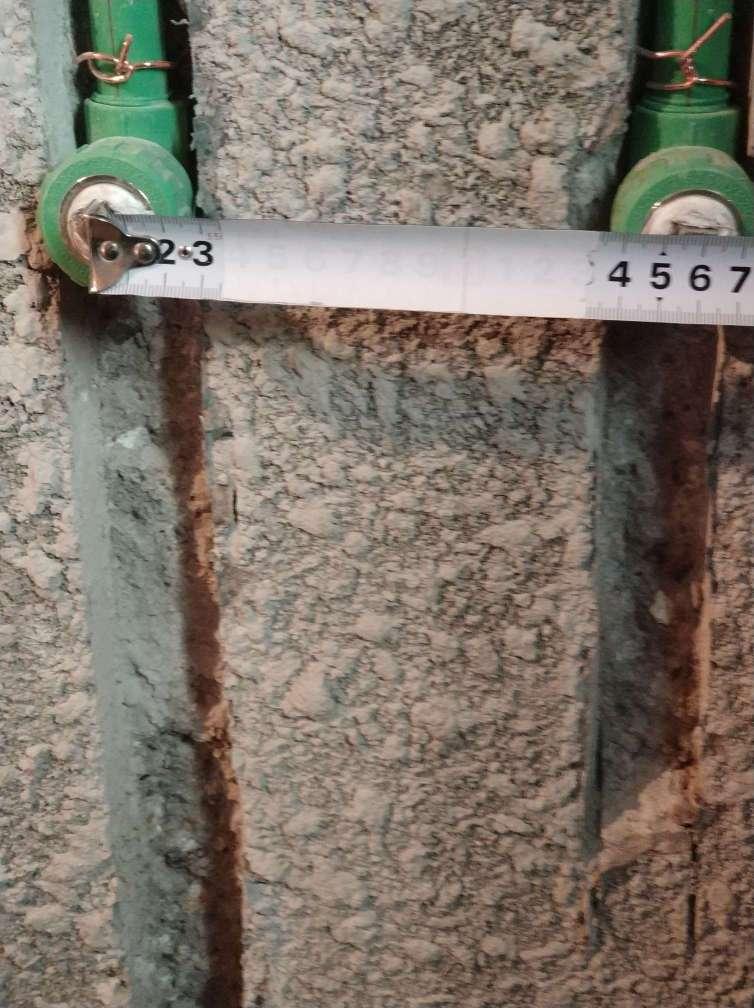 正常,水电已完成瓦工进行墙面找平  发现问题及整改建议: 1局部双排管