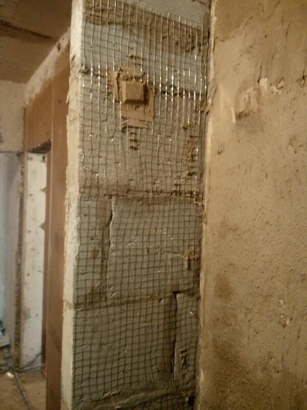 经查油工找平的墙面平整度,垂直度合格;瓦工厨房抹灰墙面平整度合格