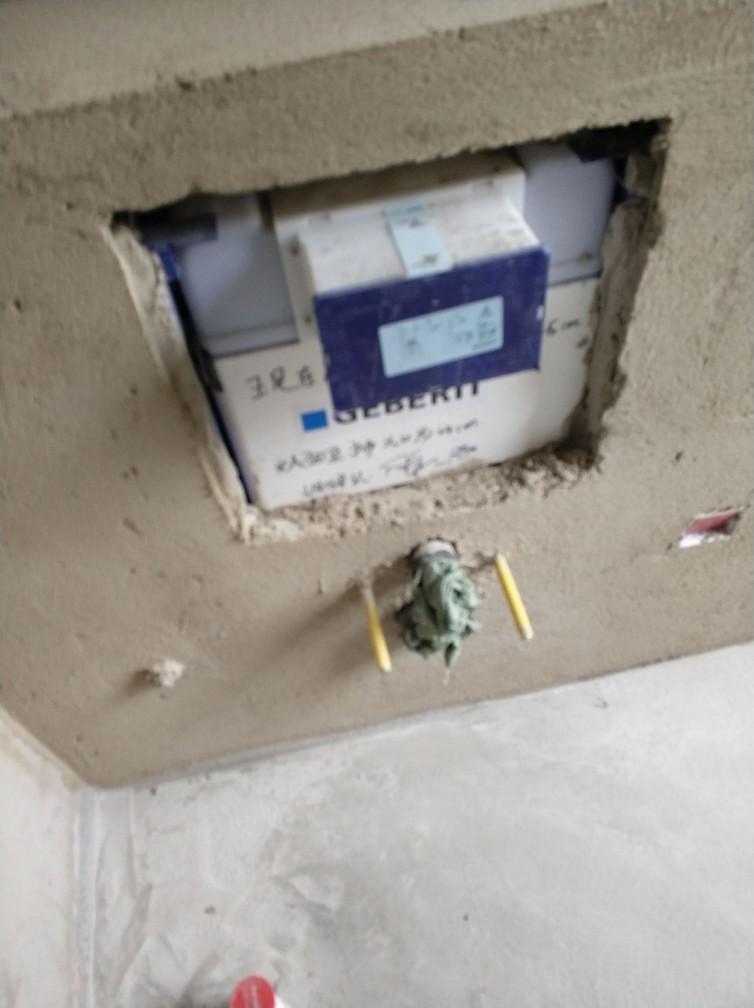 水管走向正确.检查电路,空调外机单独回路,线径为6平方.