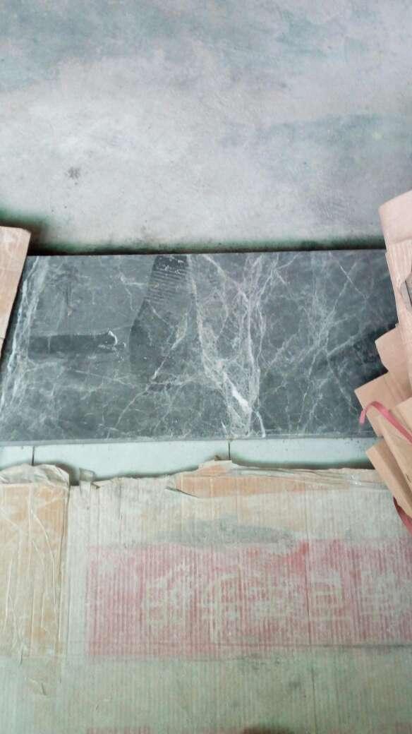 2017-10-15上门监理情况如下:泥木验收。现场检查内容如下:石膏板安装表面平整,板面清洁,无明显破损,拼接缝预留合理,无十字通缝,螺钉固定间距均匀,瓷砖铺贴表面完整,无明显破损,裂纹,划痕,目测无明显色差,墙面砖平整垂直,对缝整齐,无明显空鼓现象,地面砖平整,对缝整齐,预留坡度合理,无明显空鼓现象。门槛石表面平整,无明显破损,缺陷。发现问题及处理建议如下:次卧窗台石毛边,建议要求施工方做磨边处理。要求施工方做好成品保护工作及做好管道走向标识线工作,给后期安装提供便利。