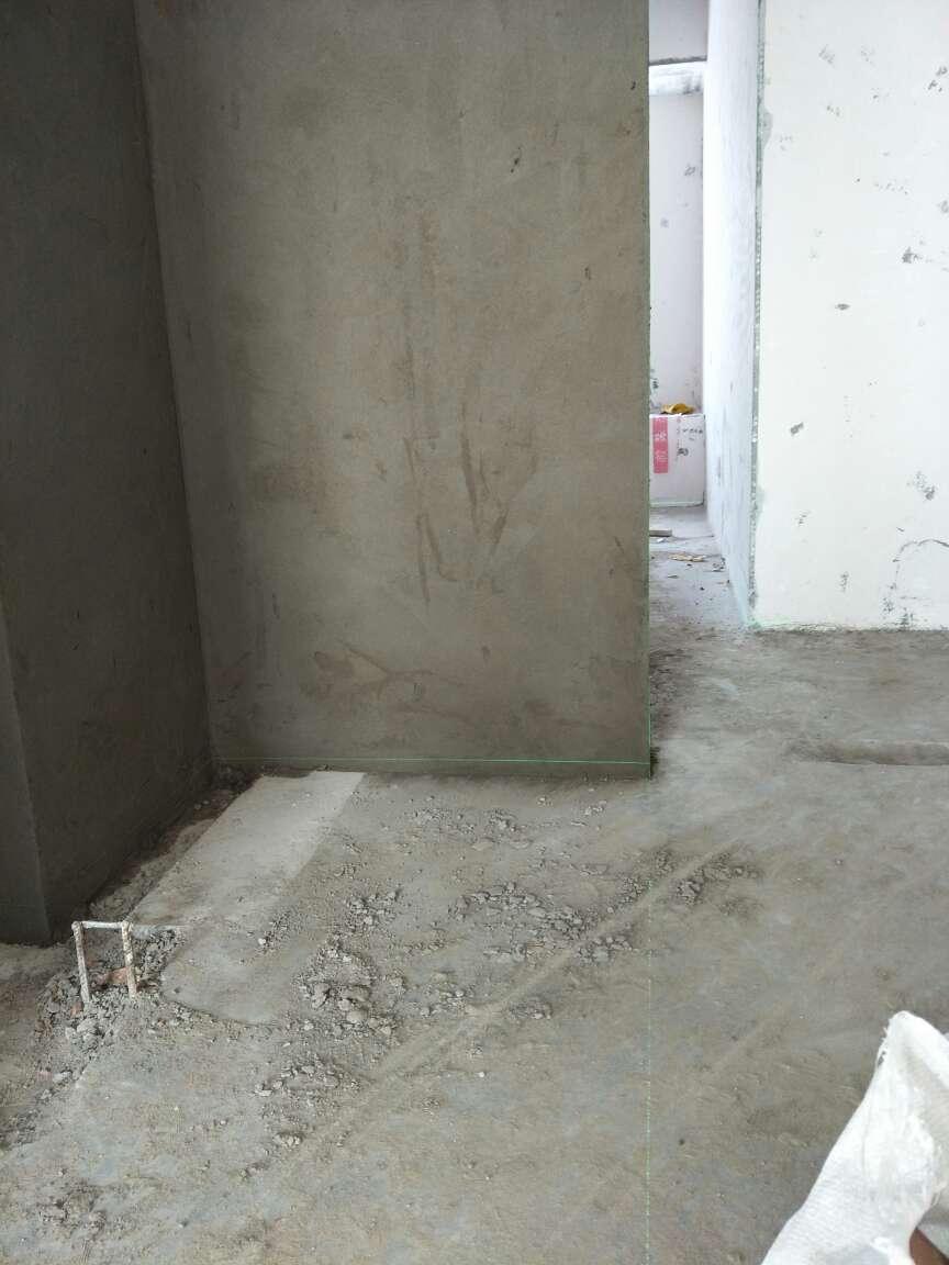 2017-12-08上门监理情况如下:本次新建墙体检查工作已完成,现场瓦工砌墙施工,卫生间新建墙体地面,经确认已浇筑止水带。新砌墙表面平整,墙体垂直,问题和建议如下:儿童房与客卫隔墙原墙面与新砌墙连接处原墙面粉刷层需切割铲除约20公分宽度,防裂网连接粉刷;餐厅飘窗,降落层板侧面楼下热水器排热管需接至外墙;室内结构改造需施工完成后进行下一步水电安装施工。下次水电定位,请提前通知!