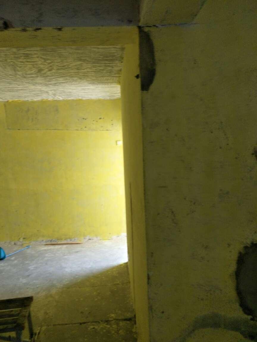 2017-07-12上门监理情况如下:尊敬的业主您好,今天去你工地了主要看看新砌墙的问题,主要是拉结筋没有放,到现场结合实际情况作出以下整改方案,新砌墙和老墙之间从上到下打一个类似门洞这样一个空间,同时从老墙底部算起,相隔50公分左右放拉结筋,同时用植筋胶固定,拉结筋长度为整个空间长度,然后用红砖回彻,抹灰的时候加钢丝网,下次去在水电定位