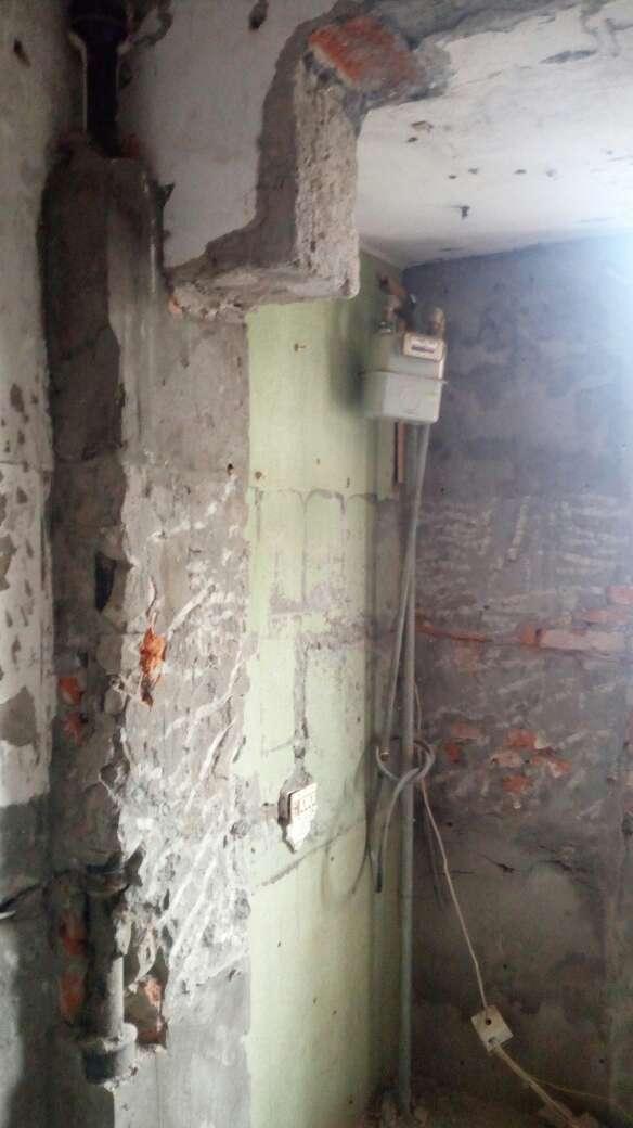 2017-08-20上门监理情况如下:水电巡检。现场开工仪式及现场新砌墙确认。无检查项目,与现场沟通内容如下:一,墙面因拆除过程后对老墙墙体造成二次振动,出现了空鼓现象,建议采用局部基层处理方式,与施工方实测面积方式处理。二,拆除过程中对卫生间地面防水结构破坏,建议后期施工在新防水层未做好前注意用水,避免积水造成渗水引起不必要的麻烦。三,强电入户线核实,如小于六平方国标线,需换取总线。四,新砌墙工艺对接,卫生间砌墙返水梁施工,新砌墙老墙与新墙做拉结筋处理。新老墙平接面钢丝网抹灰,后期巡检按此工艺复核。下次上门节点为新砌墙巡检。