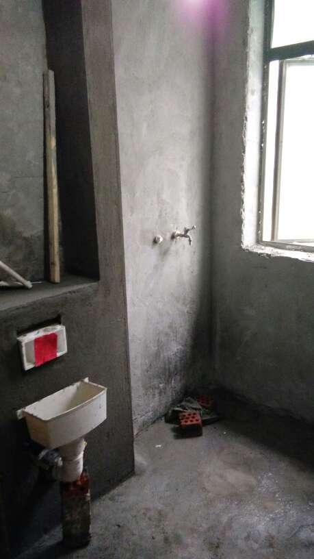 2017-09-20上门监理情况如下:水电巡检。今天现场有泥工一人木工一人。木工在打眼,龙骨固定符合要求,间距合格。泥工在粉厨房墙面,以提醒泥工要粉平正,阴阳角做方正以后贴瓷砖才好贴。今天发现过梁洞都还没有封堵以提醒要在封石膏板前都堵掉。石膏板搓缝留缝以提醒木工。本次巡检正常。今天是第六次巡检后面还有四次服务下次是泥木巡检预计四天后再上门检查。