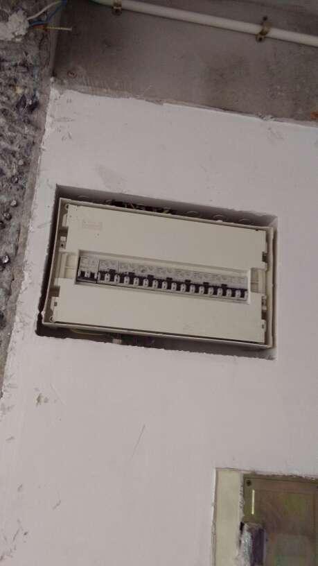 2017-08-18上门监理情况如下:开工技术交底: ,开工大吉!,本次技术交底工作已经完成,下一次工作是新砌墙体以水电施工做巡检检查,水电定位以结束厨卫具体功能与位置需要您与厨柜公司出据图纸再作确认,以免后期返工。,定位工作注意点:1.需要您将用水设备、电器、灯具、卫浴产品先作确定,水电定位会用到这些产品,这些产品的数量与尺寸、规格等数据越明确越好,比如前置、净水器、增压泵、大功率电器等。2.如果您购买了进口产品,部分产品可能与国内要求不一样,需要提前作确认;海淘产品因为在国内没有安装服务,请确认工人能不能安装。3.家用电器需要考虑的全面一些,厨房间插座可以多设置一些,卫生间座便旁建议加装插座,电视柜床头柜的插座放在柜后时不方便使用,建议上移;卧室床头柜的插座建议带USB口,弱电目前都以无线应用为主,光纤进入弱电箱再转为无线路由器就可以满足一般使用要求了,不需要布设较多的有线弱电网络。4.配电箱配置、分路与采购请根据交底文件中的要求或根据家里电器实际功率计算进行购买。铝合金窗户需要测量,请不要在测量前或测量时拆除要等安装时再统一拆除。后面有疑问的可以微信或电话给我。