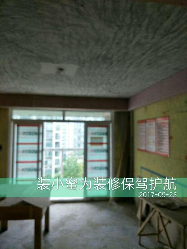 2017-09-23上门监理情况如下:尊敬的业主您好今天上门服务是泥木验收,吊顶平整石膏板缝规范,螺丝均匀,贴砖表面平整,横竖缝对齐,四角平整,柜子平整,无毛剌,无铁钉外露,需要整改的是,阳台有三块空鼓,卫生间窗上方空鼓,两房间空调扦座要移位,这些现场和您还有项目经理在现场沟通过了,答应整改,下次上门服务是油漆巡检,