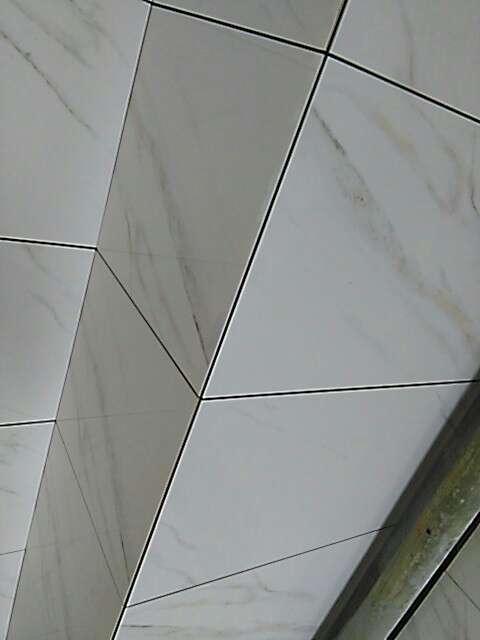 2017-07-20上门监理情况如下:泥木巡检。,~墙地砖铺贴初检:表面平整,花色拼接正确,无明显色差,无损坏;阴阳角垂直方正,砖缝平直均匀。,~卫生间地面防水完成,涂刷均匀,未见漏刷,墙角上翻大于15公分。闭水试验24小时已完成。,下次上门:泥木巡检