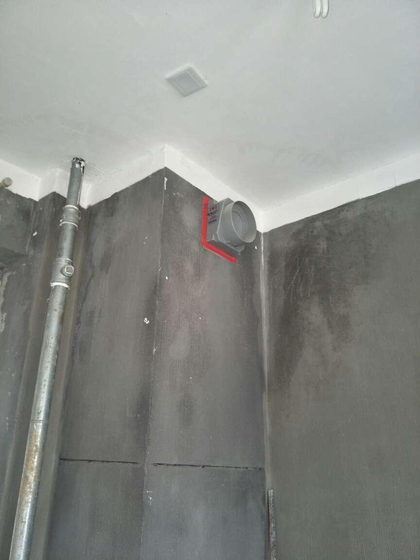 2017-12-01上门监理情况如下:本次用户预约上门原房检查工作已完成。拆除工作已完成。飘窗混凝土结构已拆除。拆除位置边墙面有空鼓脱落需切割铲除;问题和建议如下:室内多处墙角踢脚线表面不平整。阴阳角角度不方正,后续你木施工找方找平;需贴墙砖位置墙面如果是保温砂浆需铲除干净后混凝土板墙表面界面剂处理后粉刷铺贴墙砖;卫生间等电位需保留移位;厨卫间新砌墙,地面需浇筑止水带;新开门洞上方放置非木质过梁;新砌墙原墙体使用啦基金和马丫杈方式连接;砖缝和缝大于整砖长度的1/3;多孔砖砌筑不得砖孔横向砌筑;如不在原结构承重梁位置砌墙,不建议使用红砖;如轻质砖墙体地面需制作约15公分高度地梁;建议轻质砖墙面使用防裂网胶泥批嵌;轻质砖墙体,如需挂重物位置做插砖加固处理; 原墙面粉刷层需切割铲除约20公分宽度与新砌墙表面使用防裂网连接粉刷;以上问题或建议已告知用户!后续砌墙施工安排时间上门检查!泥工进场请提前通知!