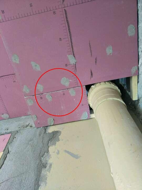 2018-06-11检查(--)发现隐患:阳台顶部排水管存水弯未预留检修口