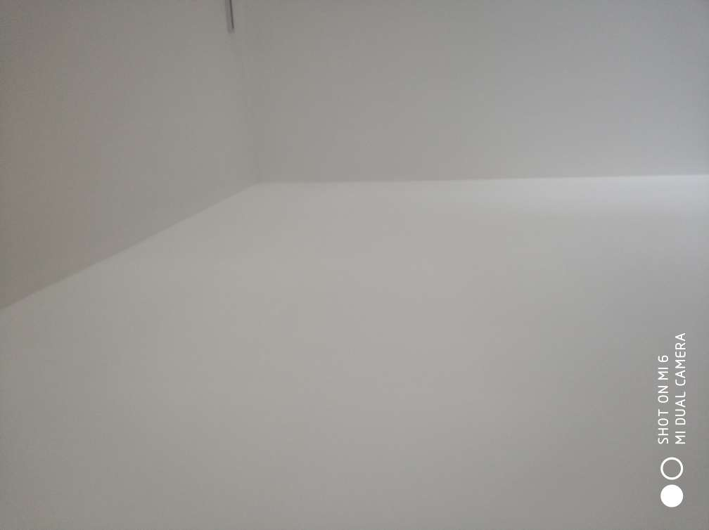 2018-06-28上门监理情况如下:竣工验收。检查内容如下:面板安装牢固,平整,相邻面板高低一致,灯具完整,开关控制正常,电箱面板开启灵活,断路器工作正常。卫浴安装牢固,台盆无明显破损,划痕,无渗水,排水畅通。套装门表面完整,无明显破损,无明显色差,无明显翘曲,门套线平直,拼接处平整,门扇开启灵活,无异响。地板表面完整,无明显破损,无明显色差,无明显变形,地板与踢脚线间缝正常,走到动无异响,收口条安装牢固,平直。橱柜安装表面完整,无明显破损,面板无明显色差,面板安装平整,间隙一致,封板平滑。涂料表面清洁,手感牢固,遮盖均匀,无漏刷,明显透底现象,阴阳角平直。发现问题及处理建议如下:一,强电箱内各回路标识线未贴。二,卫生间门边一插座缺地线连接。三,阳台边一插座相零线接错。四,卫生间干区部位地面砖一处空鼓。五,主卧一侧开关面板安装不正。六,油漆待修补。现场问题均一一指与施工方并做记号,施工方同意整改。