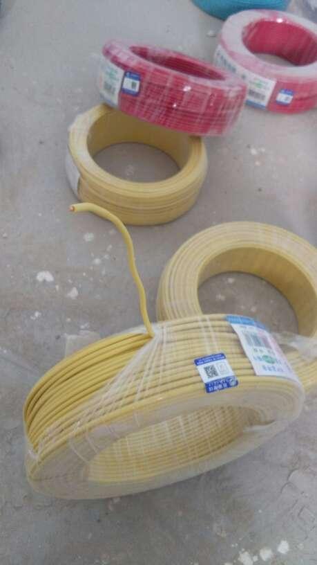 2017-08-24上门监理情况如下:水电巡检。电工以开始开槽深度宽度符合标准要求,走向合理。混凝土里开出的主筋以提醒不要砌掉移位盒子。承重墙建议不要拆除。电工材料以进场电线直观为合格产品,电线管是315的重型管材。本次巡检正常。
